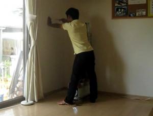 ロケットストーブを壁出しするために室内側から穴を空ける