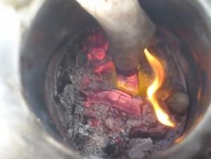 室内暖房でも使えるDIYロケットストーブの燃焼テスト