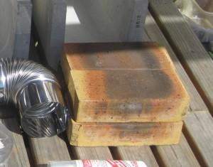 室内暖房で活躍するDYIロケットストーブの材料の耐火煉瓦