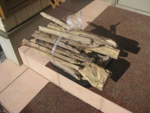 メインで使う中太の薪の乾燥前後の重さを測定
