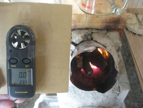 ロケットストーブの吸込空気流量を測定する風速計