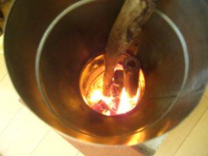 室内暖房でロケットストーブを安定して燃焼させる方法