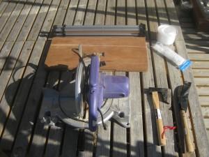拾ってきた流木から乾燥した薪を作るための道具