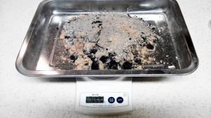 ロケットストーブで燃焼した後の灰の重さ