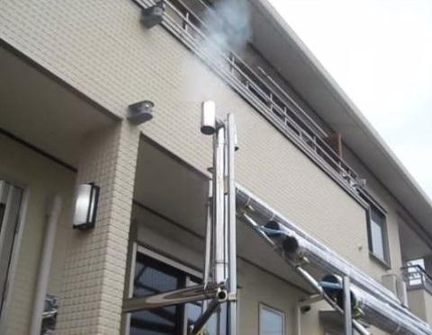 ロケットストーブから出る煙