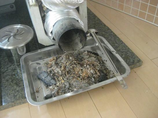 ロケットストーブのデメリットは灰で部屋が汚れること